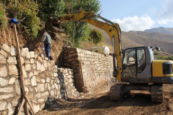 8 Ağustos Mahallesi'nde Yeni İstinat Duvarı Çalışmaları