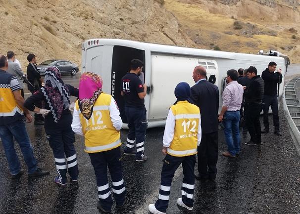 Adilcevaz'da Çevik Kuvvet Polisleri Kaza Yaptı