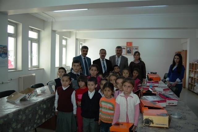 Adilcevaz'da Öğrencilere Yardım Dağıtıldı