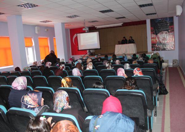 Adilcevaz'da Kadına Yönelik Şiddeti Önleme Yolları Anlatıldı
