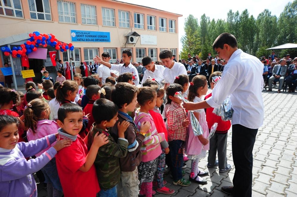 Ahlat'ta İlköğretim Haftası Dolayısıyla Kutlama Yapıldı