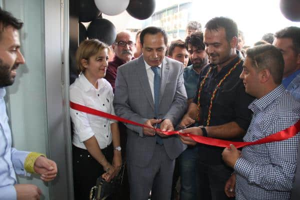 Bitlis Belediyesi Eş Başkanı Mağaza Açılışına Katıldı
