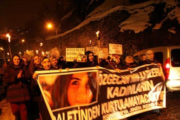 Bitlisli Kadınlar Sokaklara Çıktı