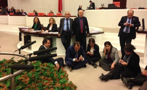 HDP Mecliste Oturma Eylemi Başlattı