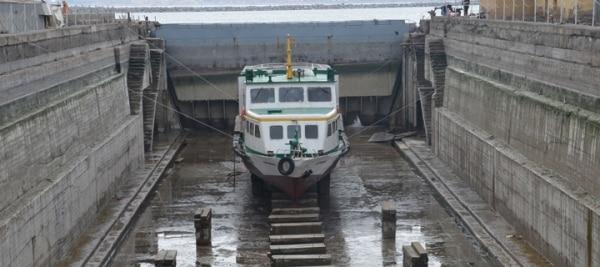 Tatvan'da Çürümeye Terk Edilmiş Tekne Bakıma Alındı