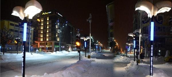 Tatvan'da Şehir Işıklandırmaları Göz Kamaştırıyor