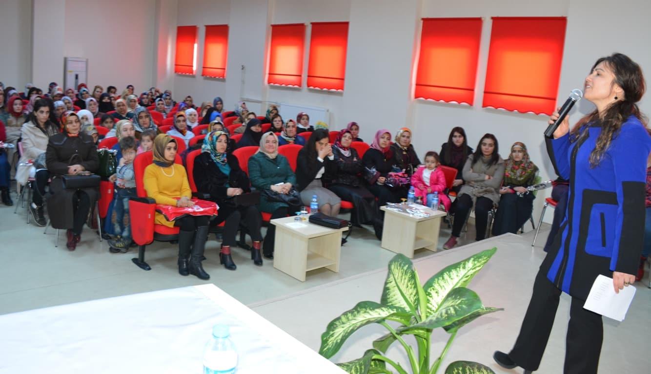 Tatvan'da 'Kadınlar Günü' Programı Düzenlendi