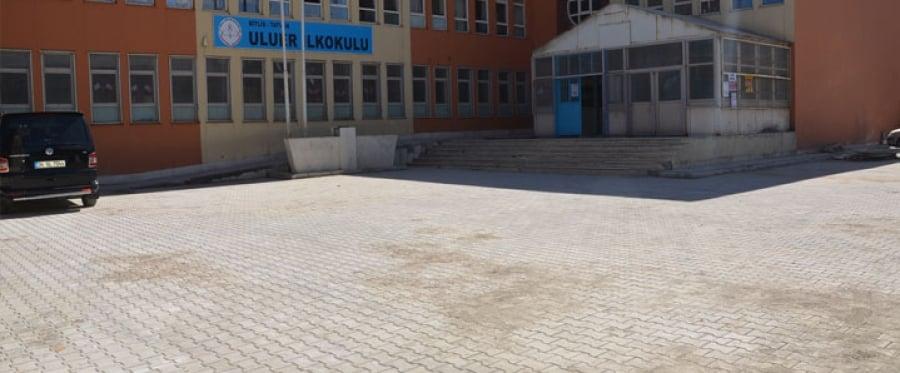 Tatvan'da Okul Bahçelerine Parke Taşı Döşendi