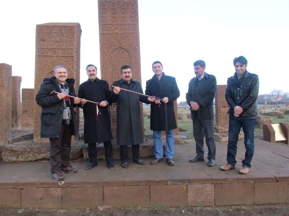 Van Valisi ve Ankara Cumhuriyet Savcısı Ahlat'ı Ziyaret Ettiler