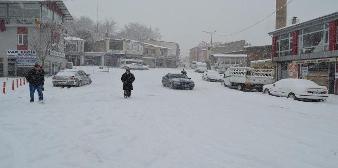 Adilcevaz'da okullar tatil edildi