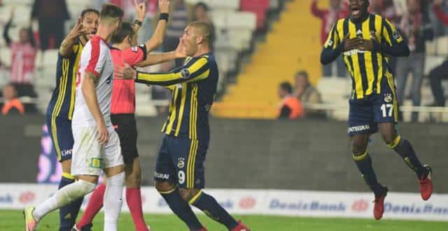 Antalyaspor-Fenerbahçe maçının tartışılan pozisyonları