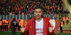 Japonya Ligi ekiplerinden Vissel Kobe, Galatasaray'ın 31 yaşındaki yıldızı Lukas Podolski ile ilgileniyor