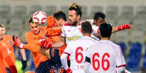 Medipol Başakşehir ve Sivassporlu futbolcular maça polis montu ve şapkasıyla çıktılar