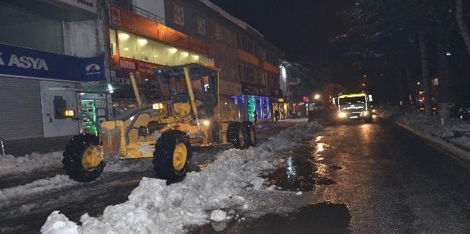 Tatvan'da kar temizleme çalışması